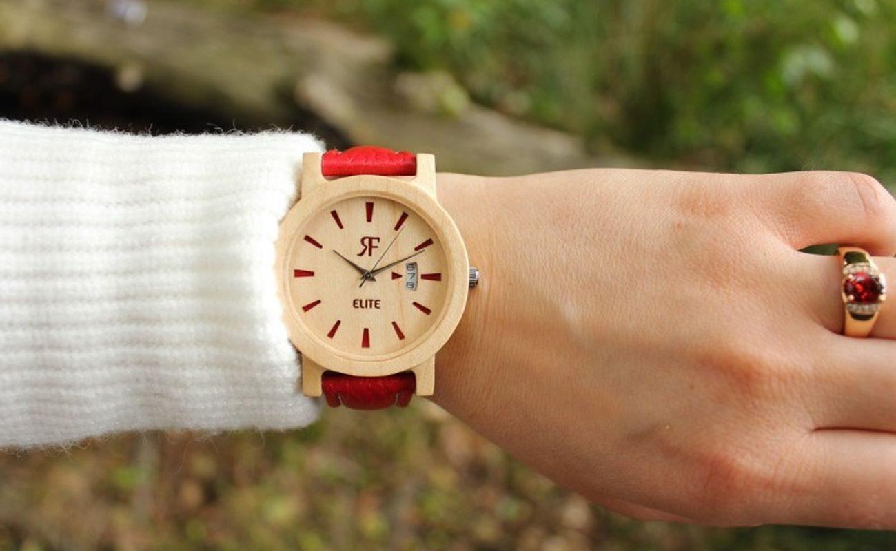 Drewniany zegarek marki RealForest