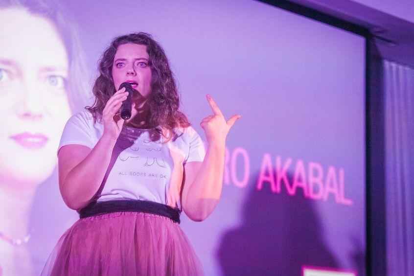 """Karo Akabal w Mowie Mocy """"Polityka kobiecego ciała"""" podczas Festiwalu Rok Kobiet 2018"""