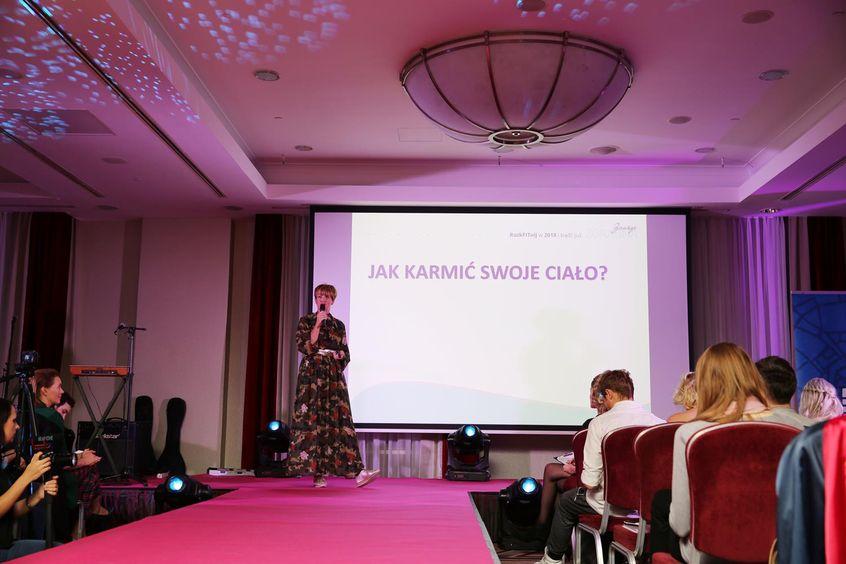 """Patrycja Tłustochowicz w Mowie Mocy """"Jak karmić nasze ciało, a nie emocje?"""" podczas Festiwalu Rok Kobiet 2018"""