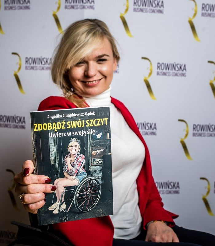 """Angelika Chrapkiewicz-Gądek jest mówczynią inspiracyjną, autorką książki """"Zdobądź swój szczyt. Uwierz w swoją siłę"""""""