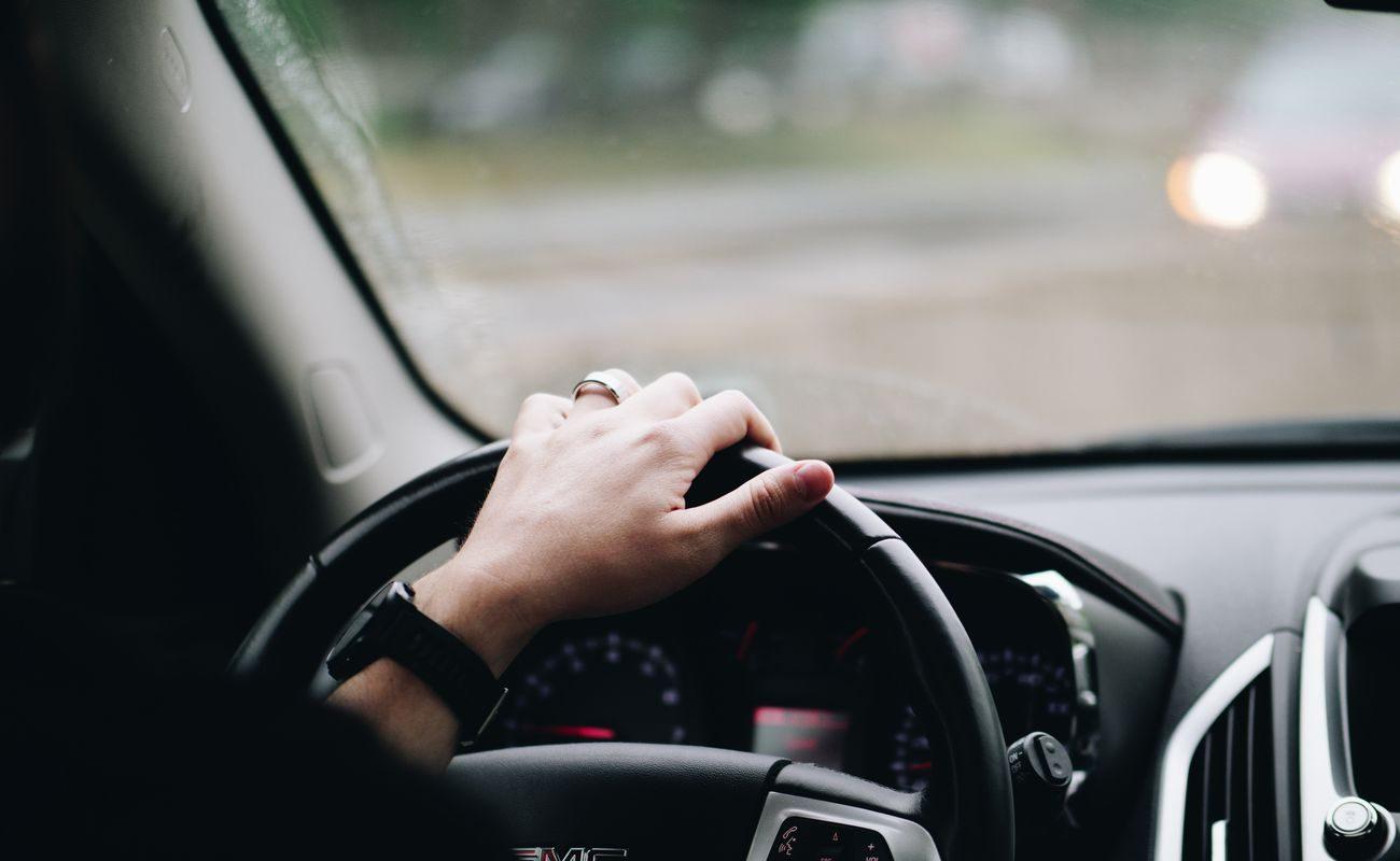 Nawet połowa matek przyznaje, że jedzie znacznie powyżej limitu prędkości, aby szybciej trafić do domu z płaczącym dzieckiem.