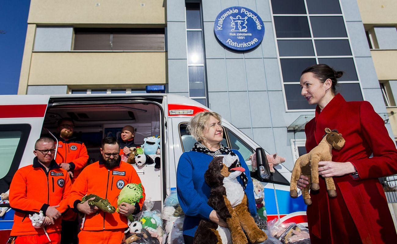 Pluszowe maskotki IKEA już od 6 lat jeżdżą w krakowskich karetkach