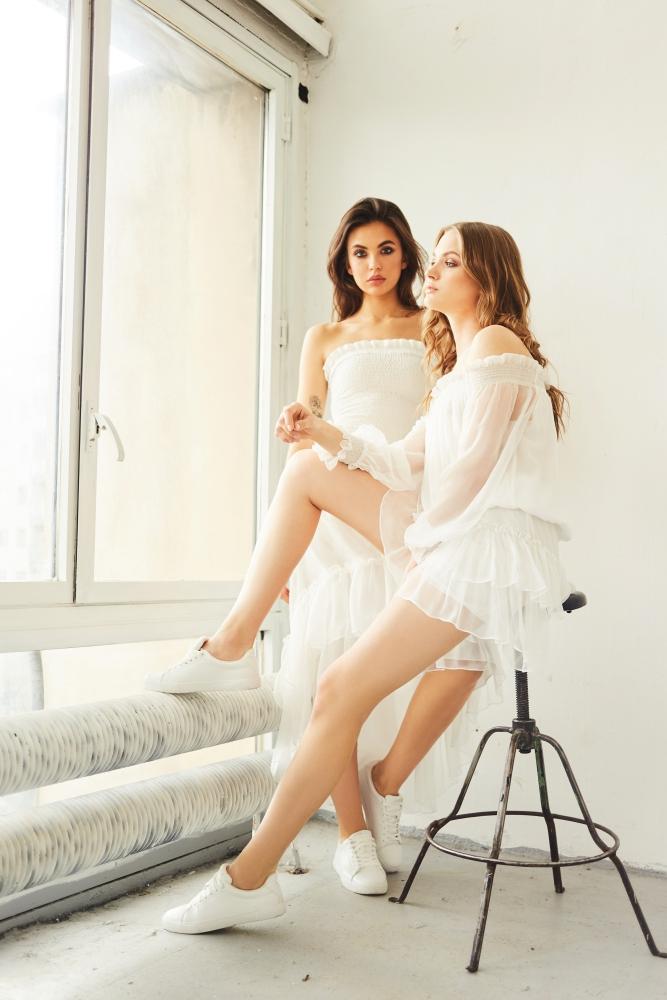 Modelki w ubraniach marki SaintBy