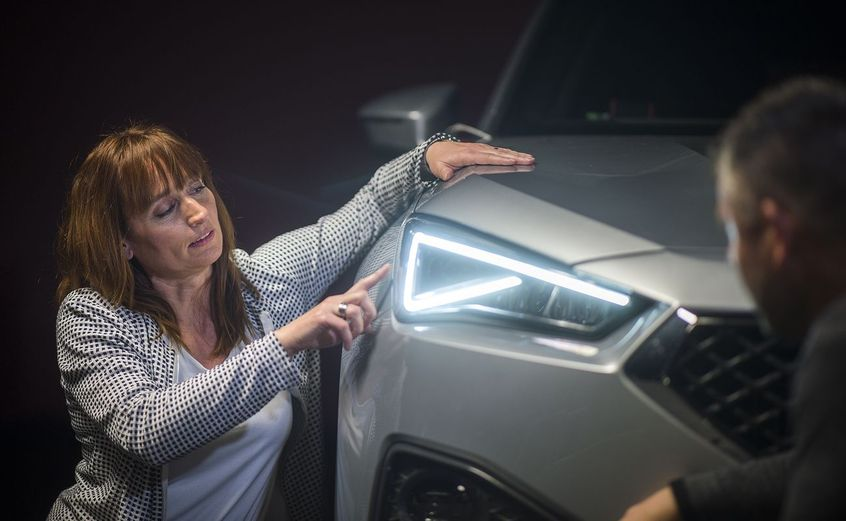 Systemy sygnalizowania, takie jak kierunkowskazy, są podstawą bezpiecznej jazdy.