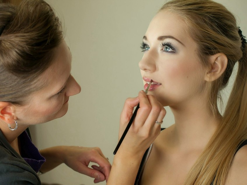 Jak przygotować twarz do makijażu?