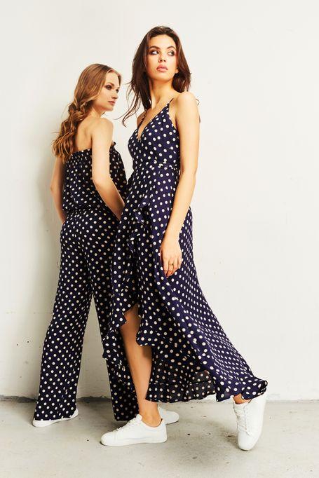 Dwie modelki w ubraniach marki Saintby