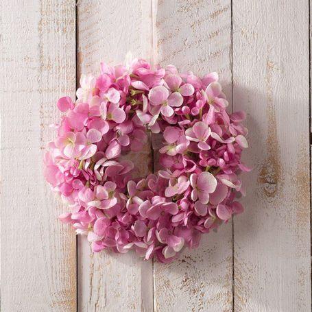 wielkanocny wieniec z kwiatów na drzwi