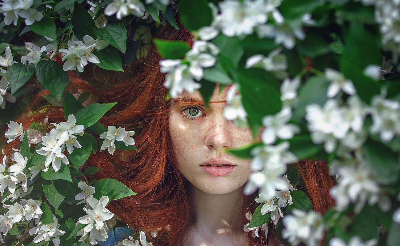 Piękne spojrzenie wymaga pięknej oprawy i nie chodzi nam w tym momencie o wystrzałowy makijaż.