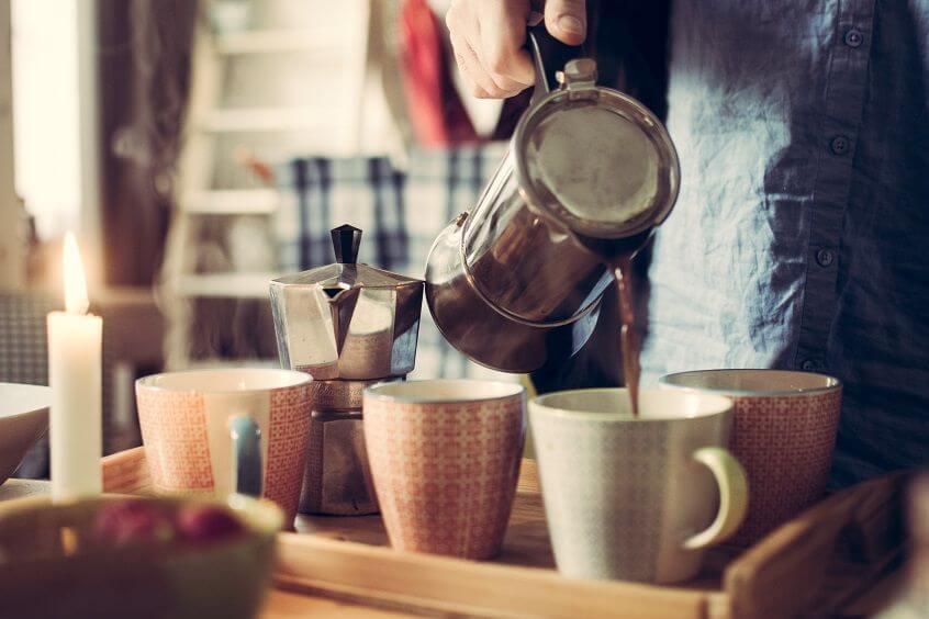 Aromat kawy budzi