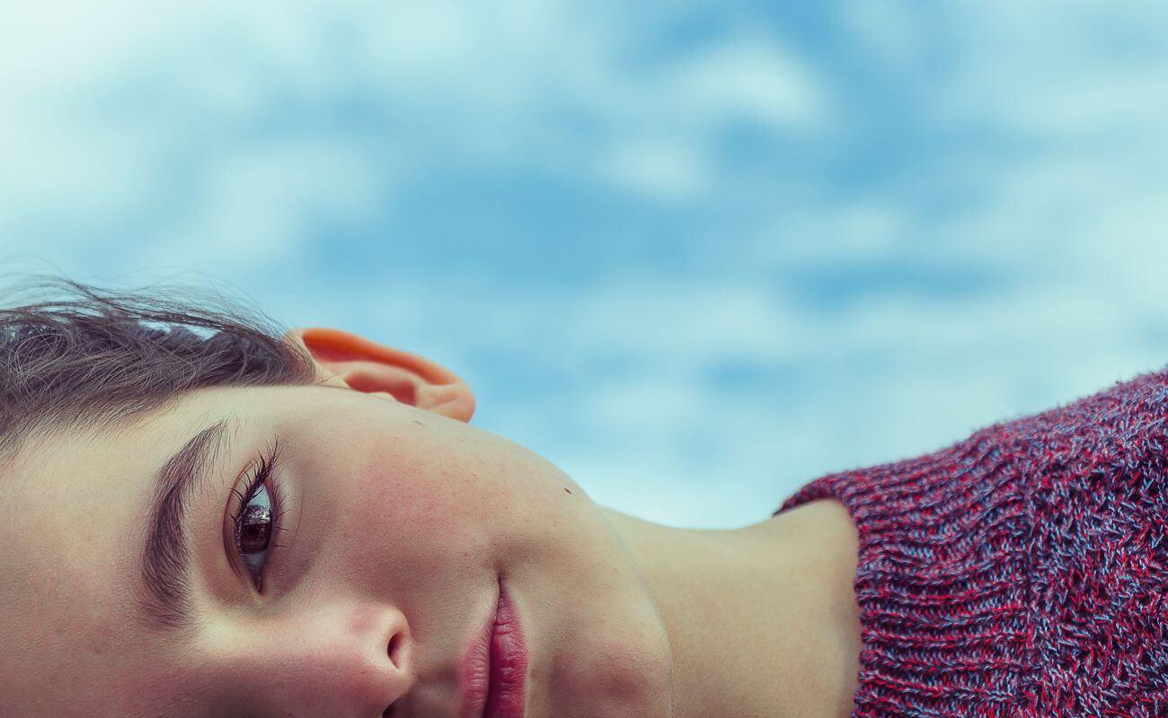 dziewczyna z perfekcyjną cerą