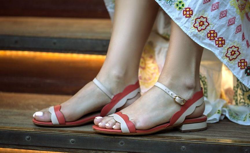 sandaly-miasto-kobiet