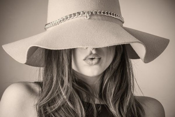 kapelusz-damski-miasto-kobiet